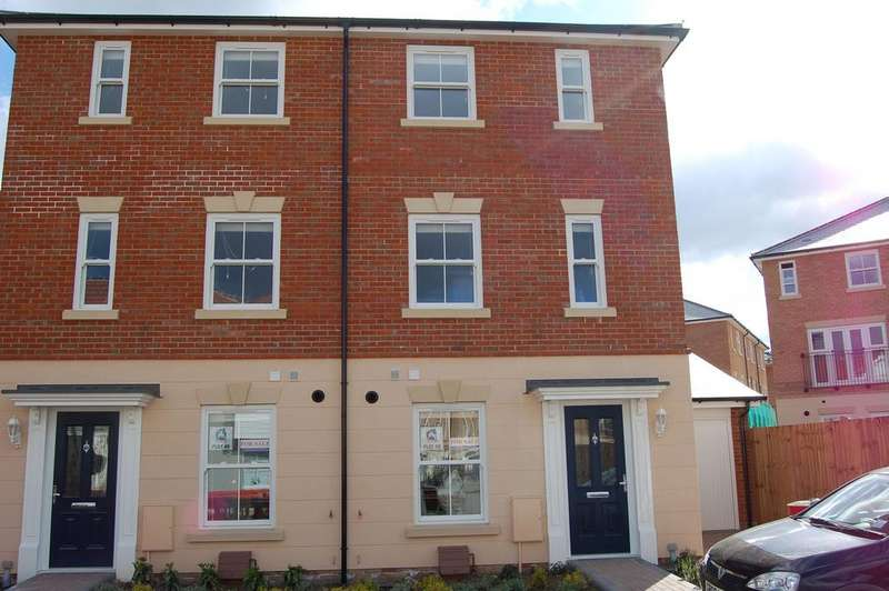 3 Bedrooms Semi Detached House for sale in WOODLANDS PARK, GREAT DUNMOW CM6