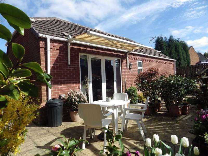 2 Bedrooms Detached Bungalow for sale in Surfeit Hill Road, Cradley Heath