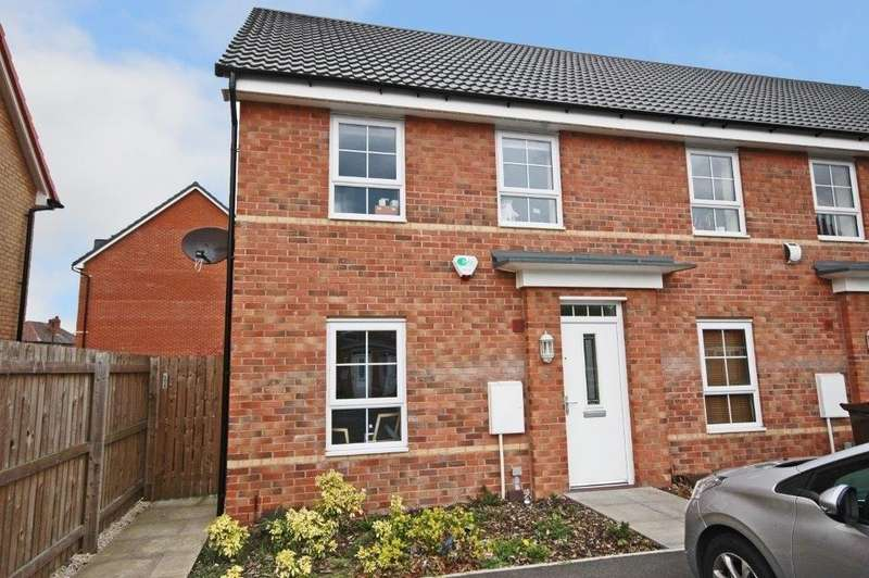 3 Bedrooms Town House for sale in Balne Mill Grove, Wakefield