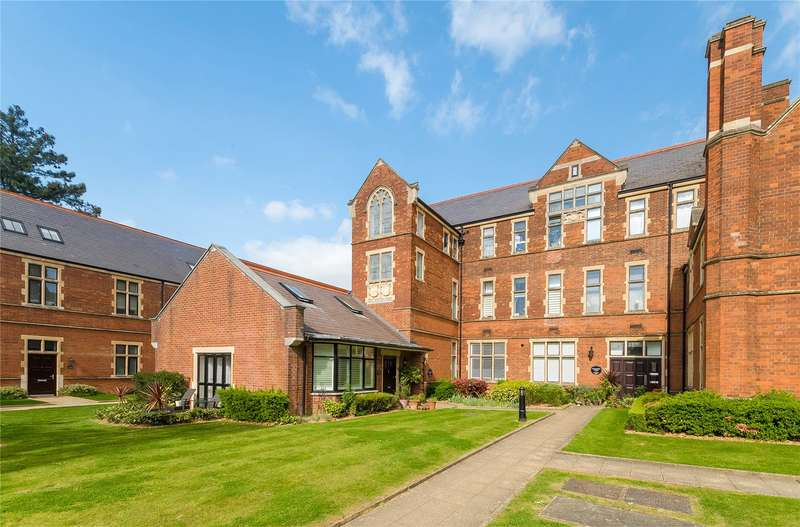 2 Bedrooms Flat for sale in Connaught House, Royal Connaught Drive, Bushey, WD23