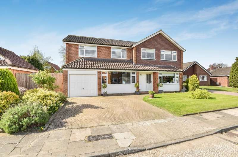 5 Bedrooms Detached House for sale in Bluebell Close Orpington BR6
