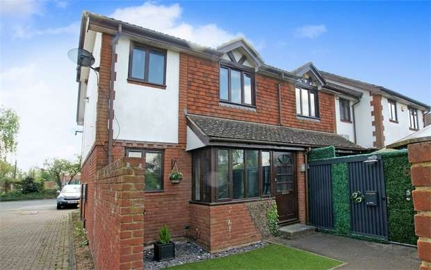 1 Bedroom Terraced House for sale in Weylands Close, WALTON-ON-THAMES, Surrey