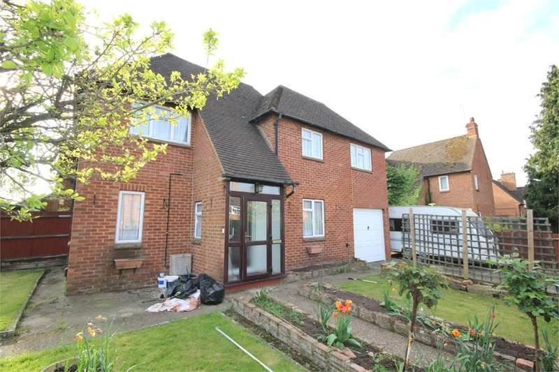 3 Bedrooms Semi Detached House for sale in Hillside Close, Chalfont St Peter, Buckinghamshire