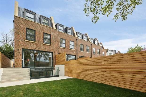 5 Bedrooms Semi Detached House for sale in King Edwards Mews, Acton