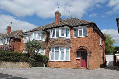 3 Bedrooms Semi Detached House for sale in Townsend Road, Tiddington, Stratford-Upon-Avon