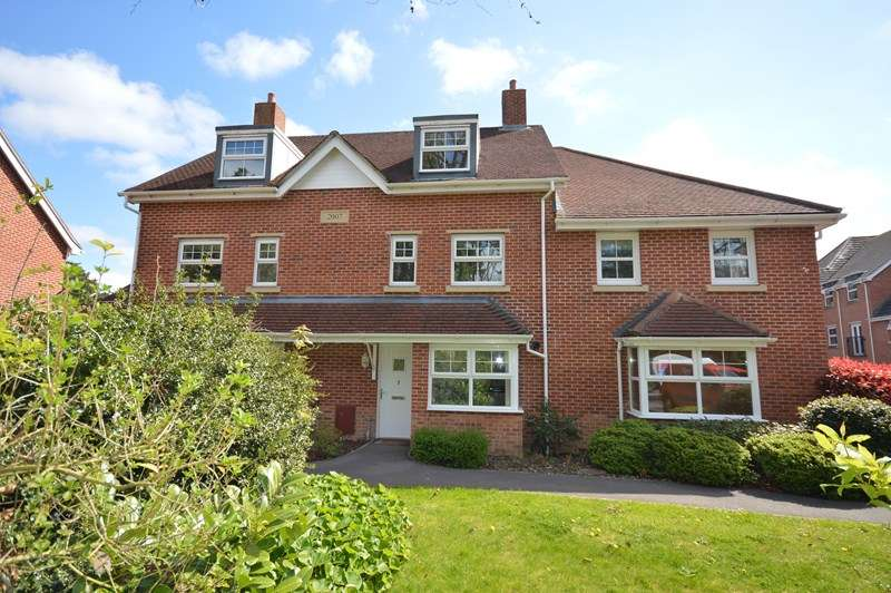 4 Bedrooms Terraced House for sale in Buckland Gardens, Lymington