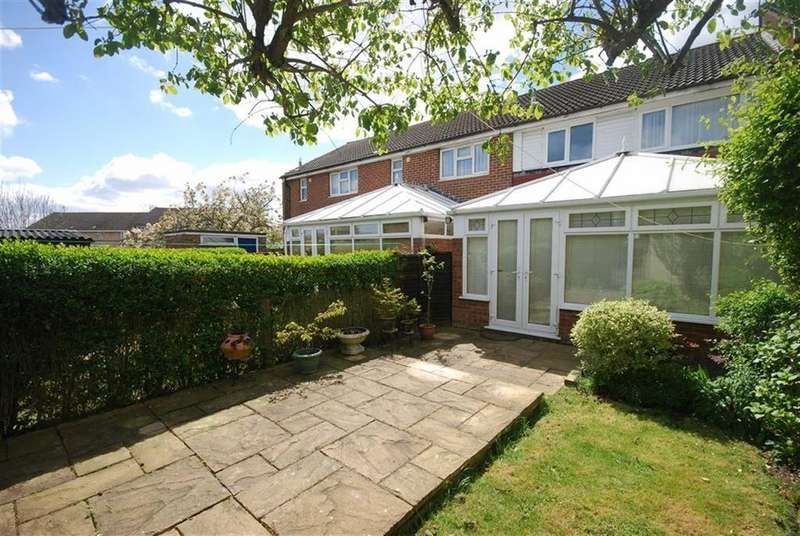 3 Bedrooms Terraced House for sale in Birchwood, Shenley