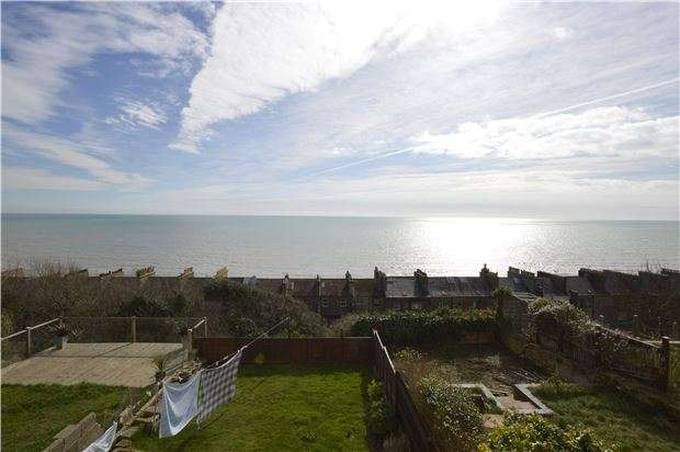 2 Bedrooms Flat for sale in Flat, West Hill Road, ST LEONARDS-ON-SEA, East Sussex, TN38 0NA