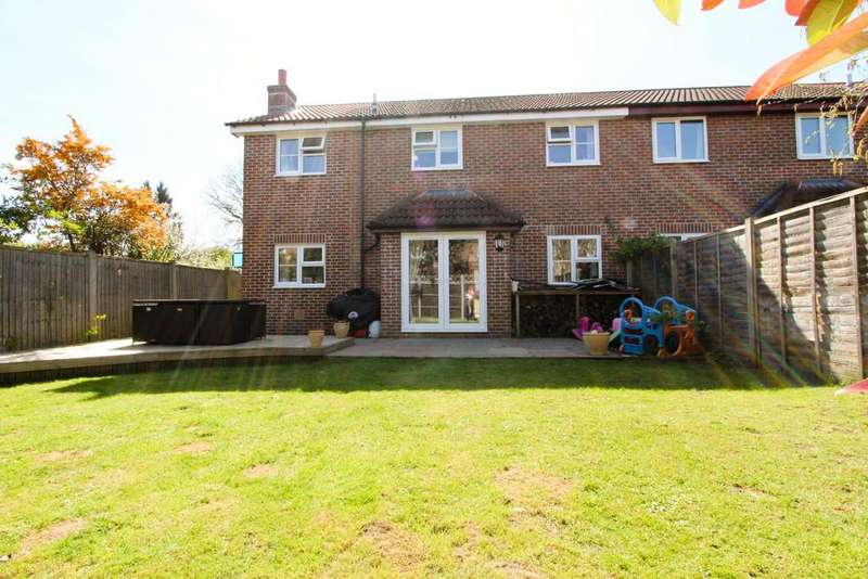 4 Bedrooms Semi Detached House for sale in Willow Road, Liss