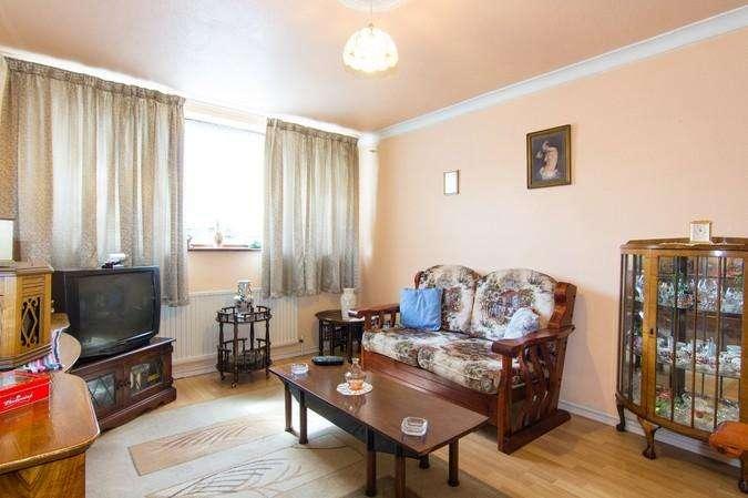 2 Bedrooms Flat for sale in Banbury Walk, Northolt