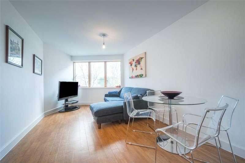 1 Bedroom Flat for sale in Mildmay Avenue, Islington, London