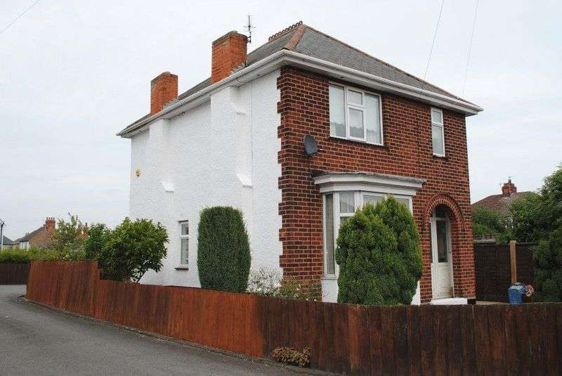 3 Bedrooms Detached House for sale in Dene Road, Grimsby