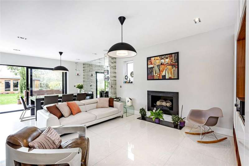 5 Bedrooms Detached House for sale in Coombe Gardens, London, SW20