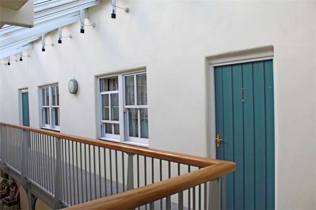 1 Bedroom Flat for sale in Fore Street, Kingsbridge, Devon