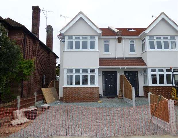 4 Bedrooms Semi Detached House for sale in Bridgewater Drive, Westcliff on sea, SS0 0DH