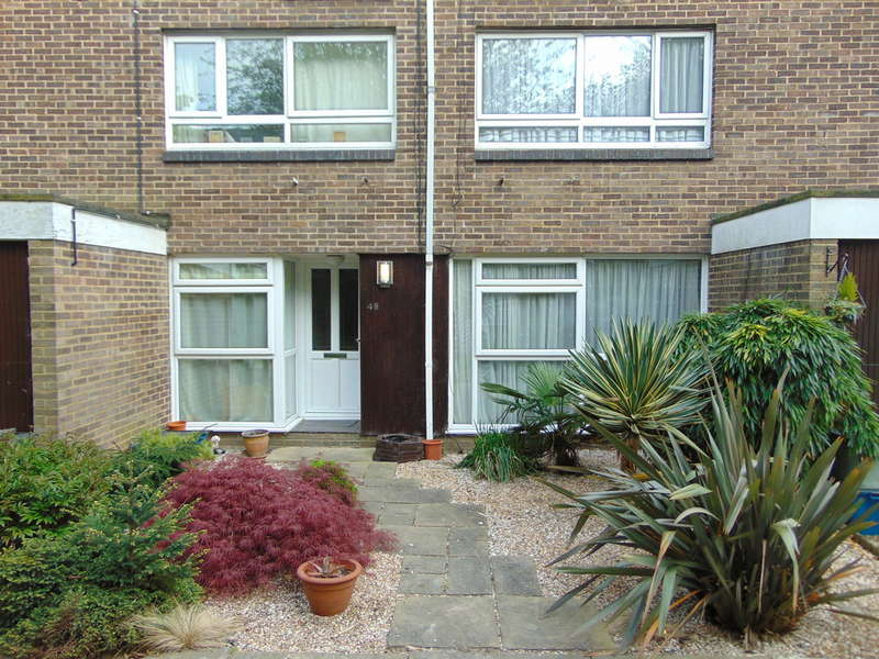 2 Bedrooms Ground Maisonette Flat for sale in Woodpecker Mount, Croydon, CR0 9JE