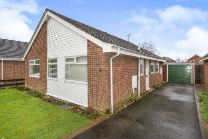 3 Bedrooms Bungalow for sale in Broughton Gardens, Lincoln, Lincolnshire, .