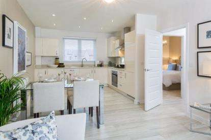 2 Bedrooms Flat for sale in Saxon Rise, Queen Elizabeth Road, Nuneaton