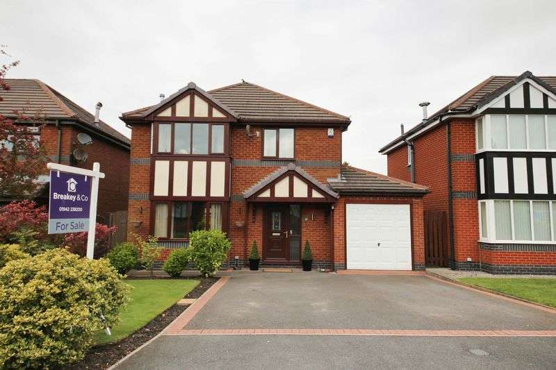 4 Bedrooms Detached House for sale in Foxglove Close, Standish, Wigan