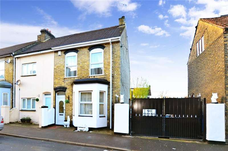 3 Bedrooms End Of Terrace House for sale in Connaught Road, Chatham, Kent