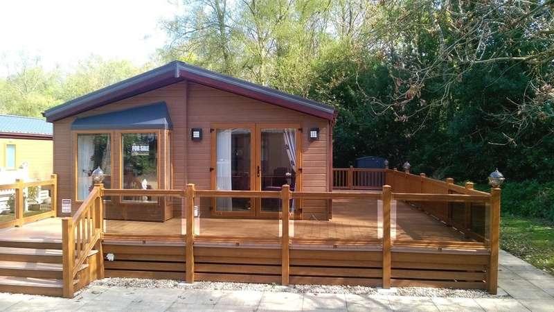 2 Bedrooms Mobile Home for sale in Merley, Wimborne