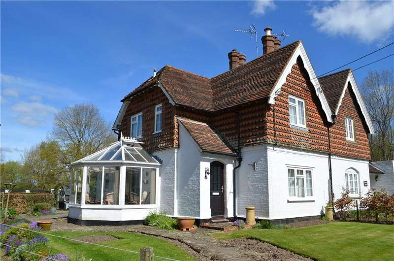 2 Bedrooms Semi Detached House for sale in Sedgwick Park, Horsham, West Sussex, RH13