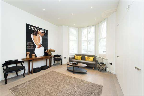 Studio Flat for sale in CHASE COURT, KNIGHTSBRIDGE, SW3
