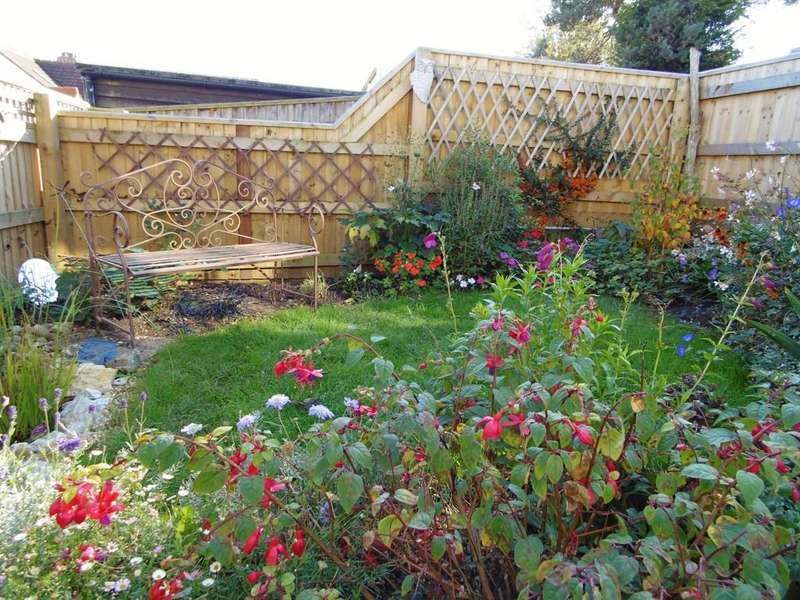 2 Bedrooms Ground Flat for sale in Wychall Orchard, Seaton
