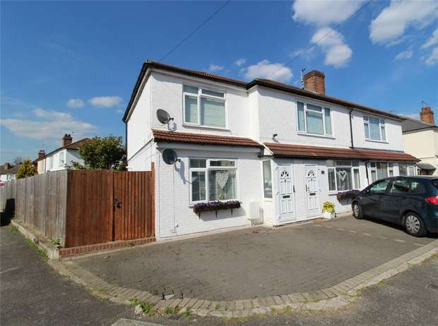 2 Bedrooms Maisonette Flat for sale in Willowbrook Road, Stanwell, Staines-upon-Thames, Surrey