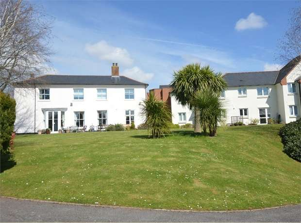 2 Bedrooms Flat for sale in Mowbray Court, Butts Road, Heavitree, EXETER, Devon