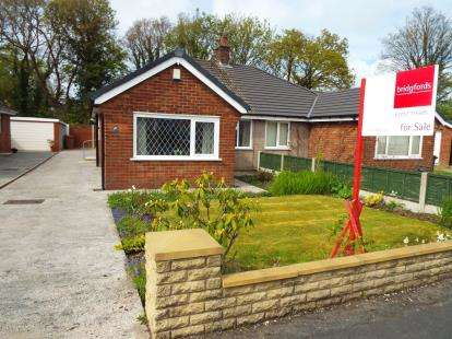 2 Bedrooms Bungalow for sale in Renshaw Drive, Walton-Le-Dale, Preston, Lancashire