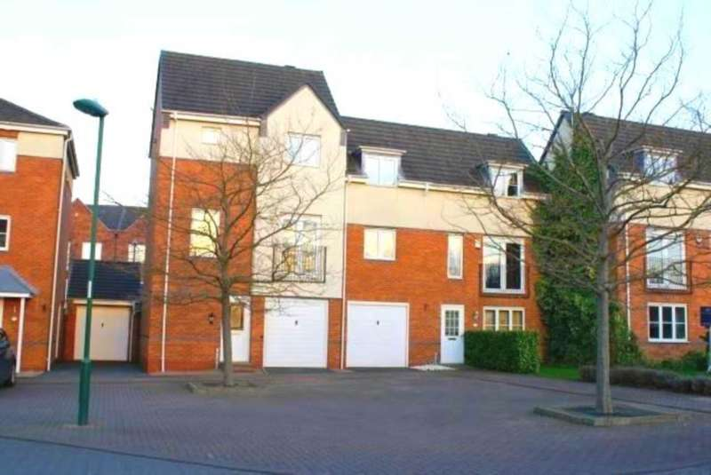3 Bedrooms Semi Detached House for sale in Stanhope Avenue, Carrington
