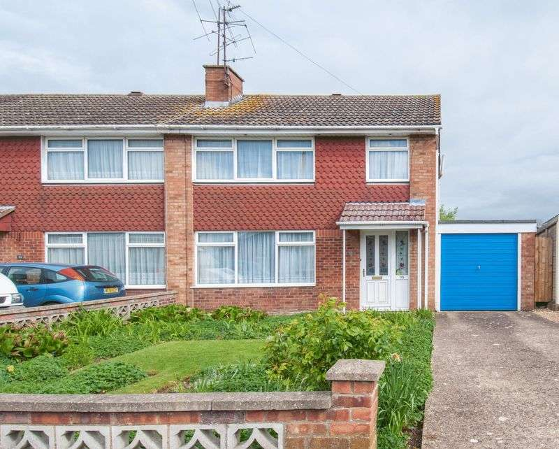 3 Bedrooms Semi Detached House for sale in Queensway, Rushden