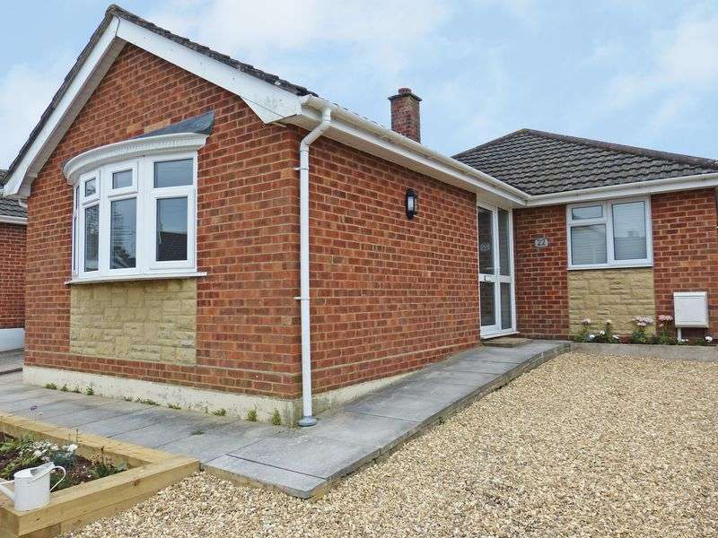 4 Bedrooms Detached Bungalow for sale in Westfield Close, Durrington