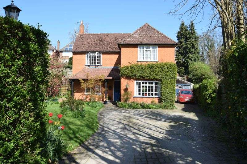 4 Bedrooms Detached House for sale in Cleland Road, Chalfont St Peter