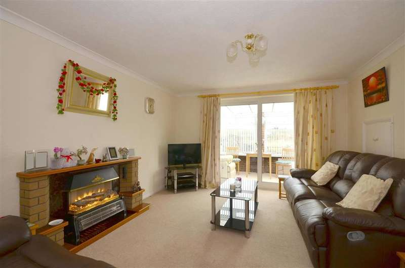 3 Bedrooms Semi Detached House for sale in High Knocke, Dymchurch, Kent