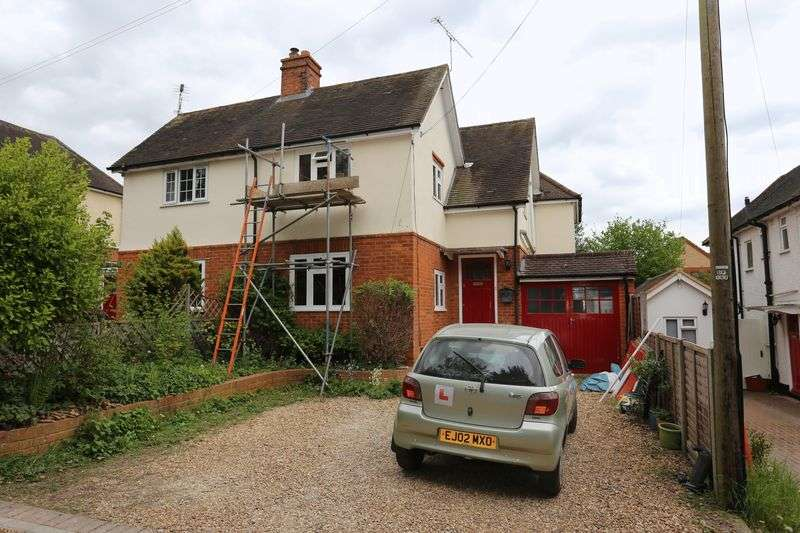 3 Bedrooms Semi Detached House for sale in Barclose Avenue, Caversham