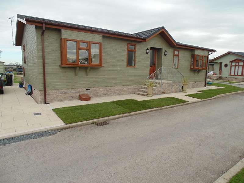 2 Bedrooms Park Home Mobile Home for sale in AF1010, Garstang, Lancashire, PR3 1PW