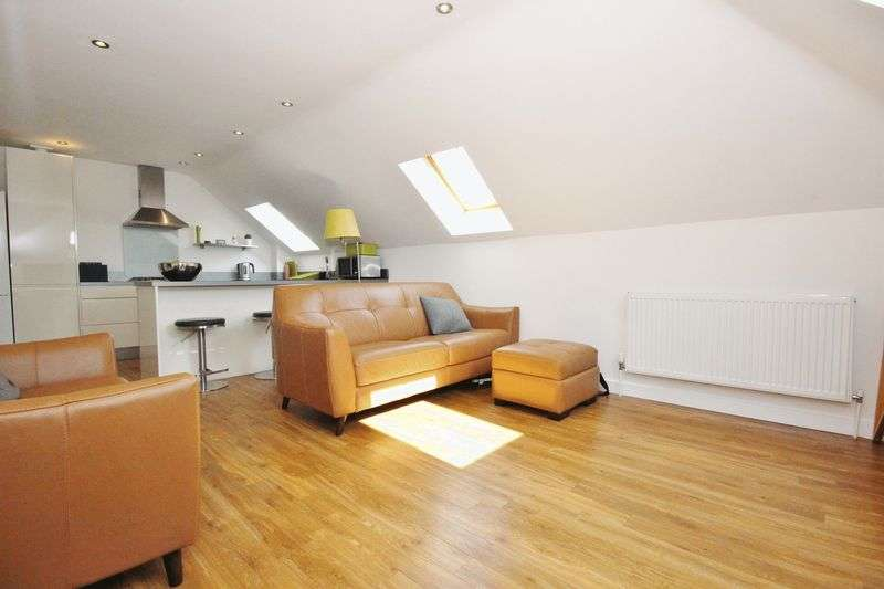 3 Bedrooms Flat for sale in 62 Wolverton Road, Boscombe, Bournemouth