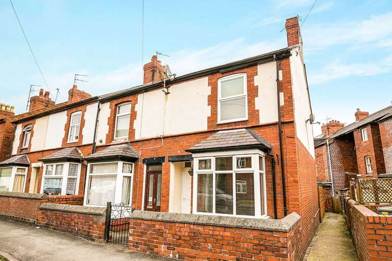 2 Bedrooms Semi Detached House for sale in Llwyn Road, Oswestry, SY11