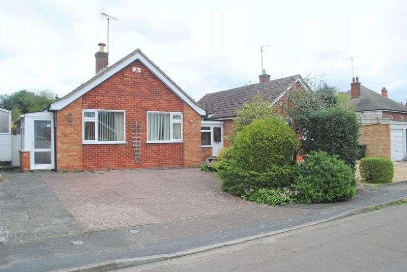 3 Bedrooms Detached Bungalow for sale in Barker Close, Rushden