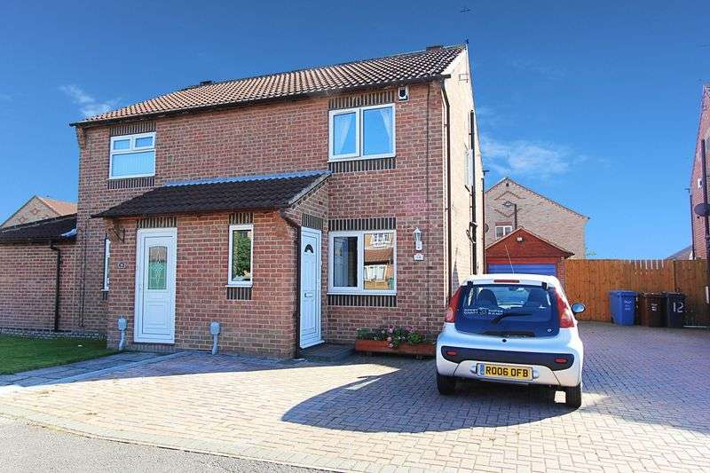 2 Bedrooms Semi Detached House for sale in Brandon Way, Kingswood