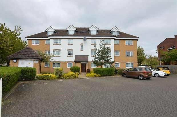 2 Bedrooms Flat for sale in Grandmill Place, High Street, Cheshunt, Hertfordshire