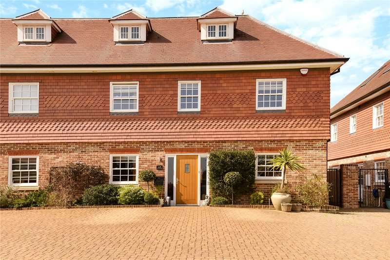 4 Bedrooms Semi Detached House for sale in Dovecote Mews, Breakspear Road North, Harefield, Middlesex, UB9