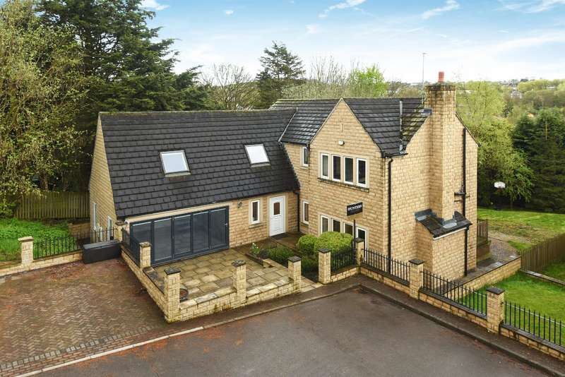 5 Bedrooms Detached House for sale in Rufford Gardens, Yeadon, Leeds, LS19 7GG