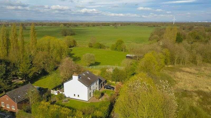 4 Bedrooms Detached House for sale in Moss Lane,Glazebury, Warrington