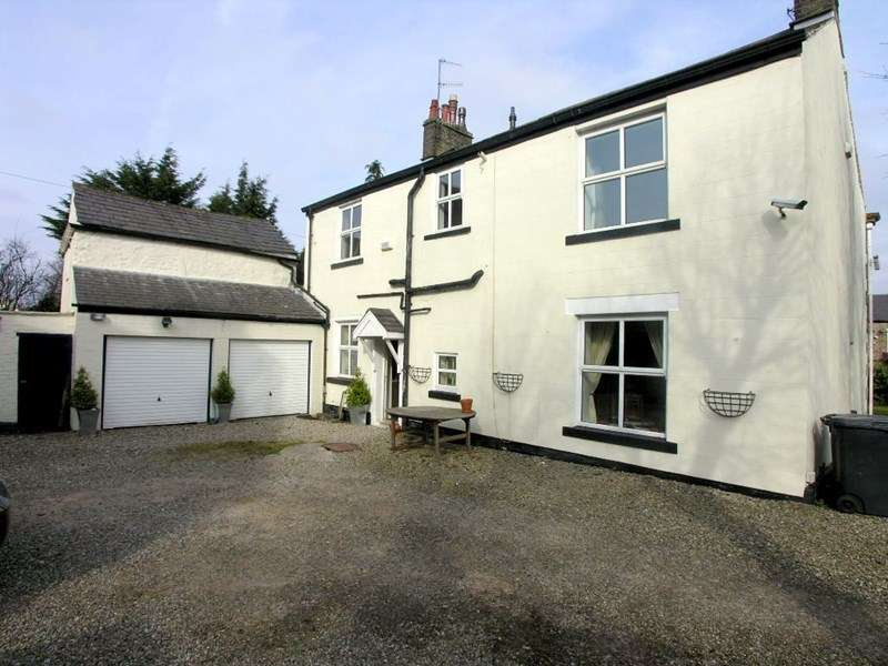 5 Bedrooms Detached House for sale in New Lane, Oswaldtwistle
