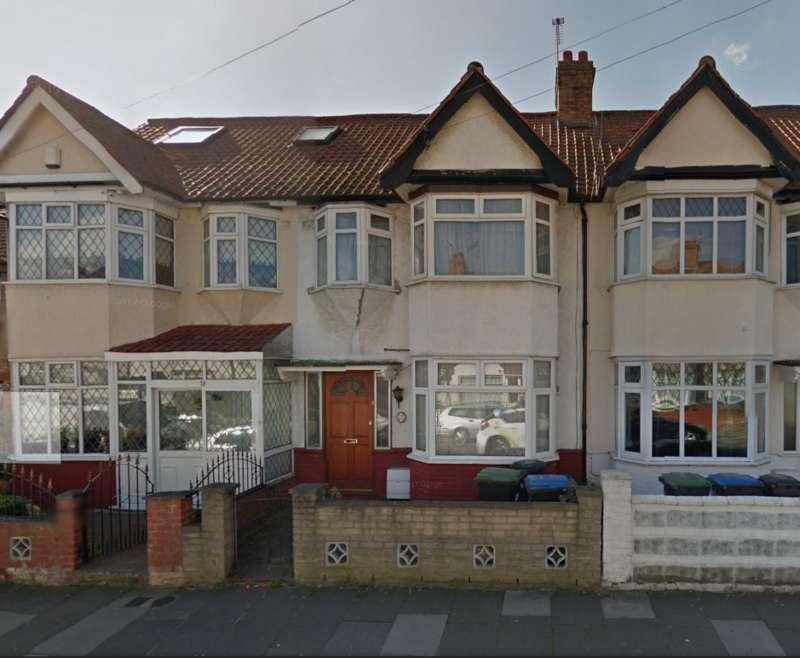 3 Bedrooms Terraced House for rent in Causeyware Road, London N9