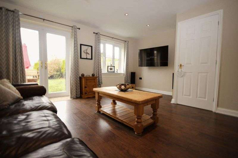 3 Bedrooms Semi Detached House for sale in Station Drive, Reedham