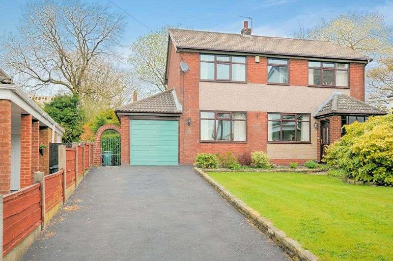 4 Bedrooms Detached House for sale in Greenmount Drive, Greenmount